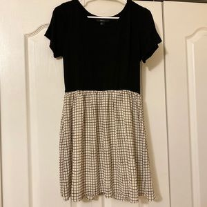 Forever 21 Black and White Patterned T-Shirt Dress